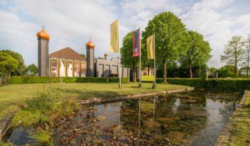 Pand van evenementenlocatie Jaiselings Royal Palace feestlocatie Wernhout.