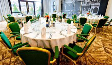 sitdown diner tijdens personeelsfeest bij Hotel Theater Figi feestlocatie in Zeist.