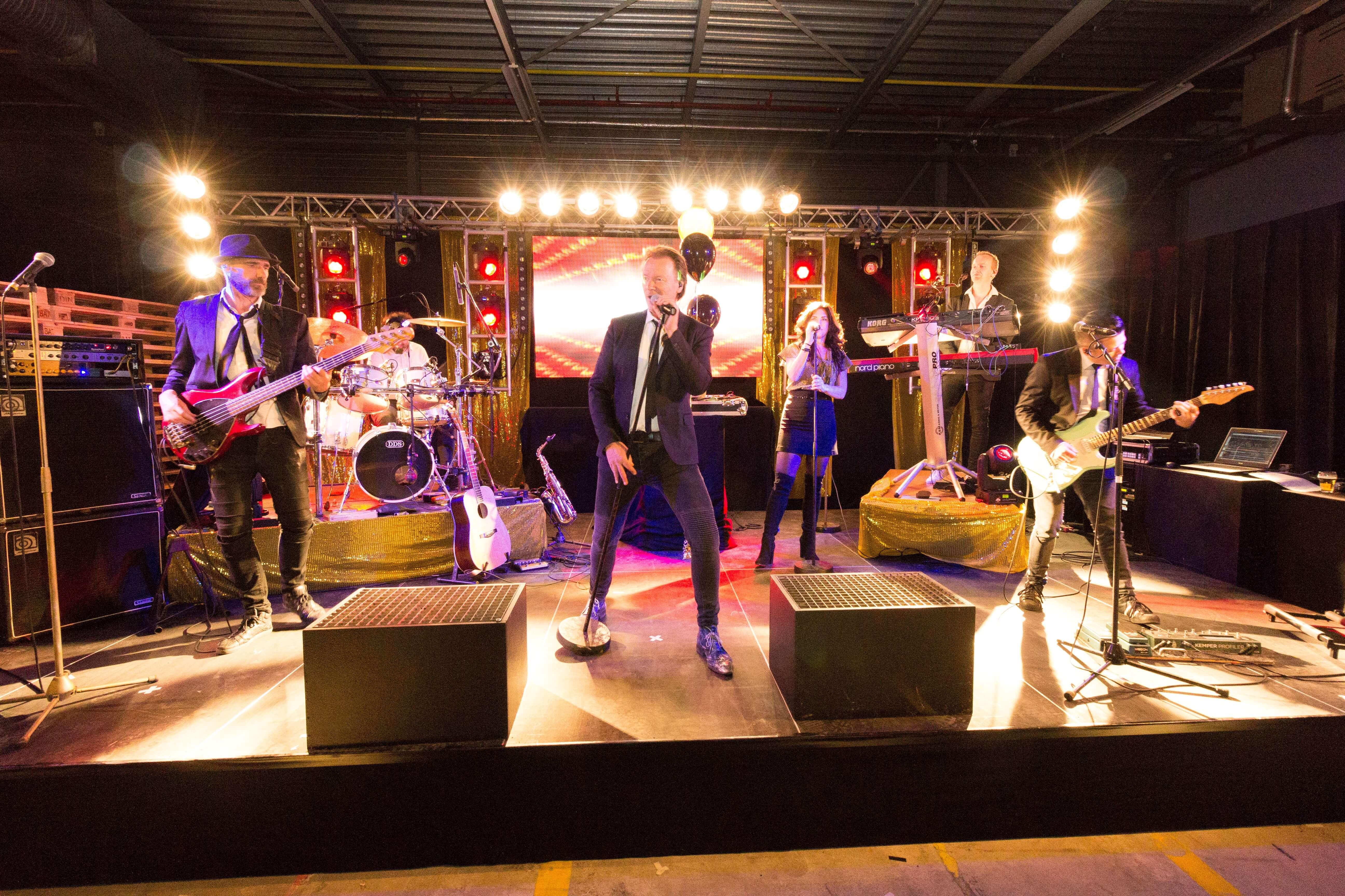 Band treed op bij great gatsby feest van DHL