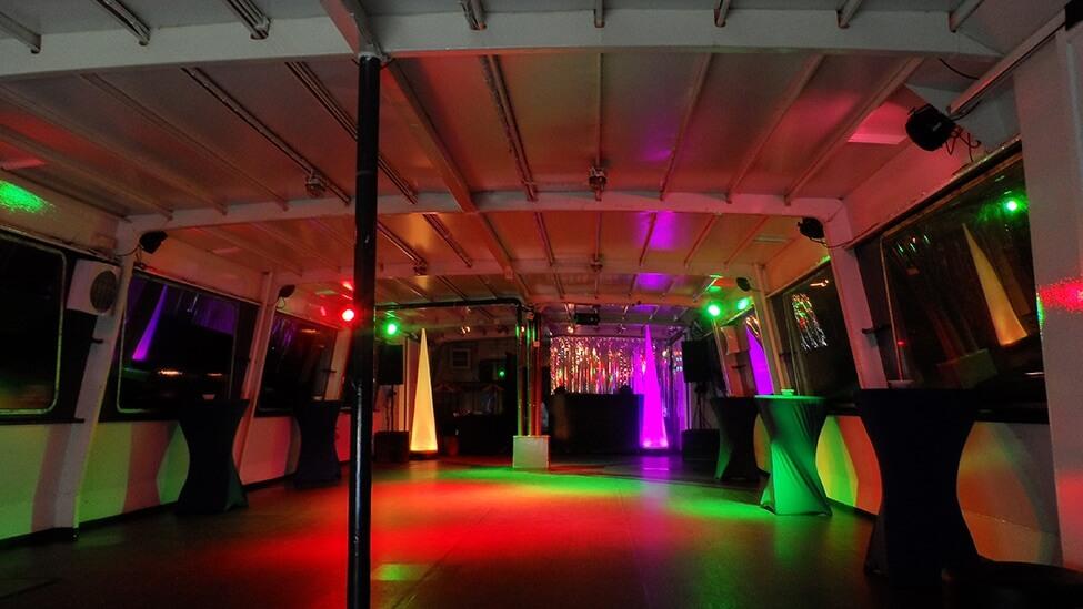discosetting binnendek boot10 feestlocatie in Amsterdam.