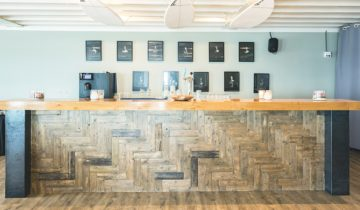 Kleine bar van Brunotti Beachclub feestlocatie in Oostvoorne.