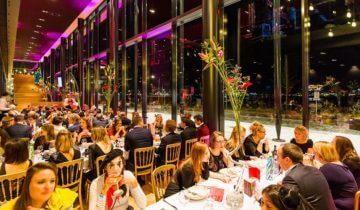 Diner in de foyer van Theater Amsterdam feestlocatie in Amsterdam.