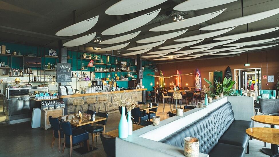 Zijaanzicht op het restaurant van de Brunotti Beachclub feestlocatie in Oostvoorne.
