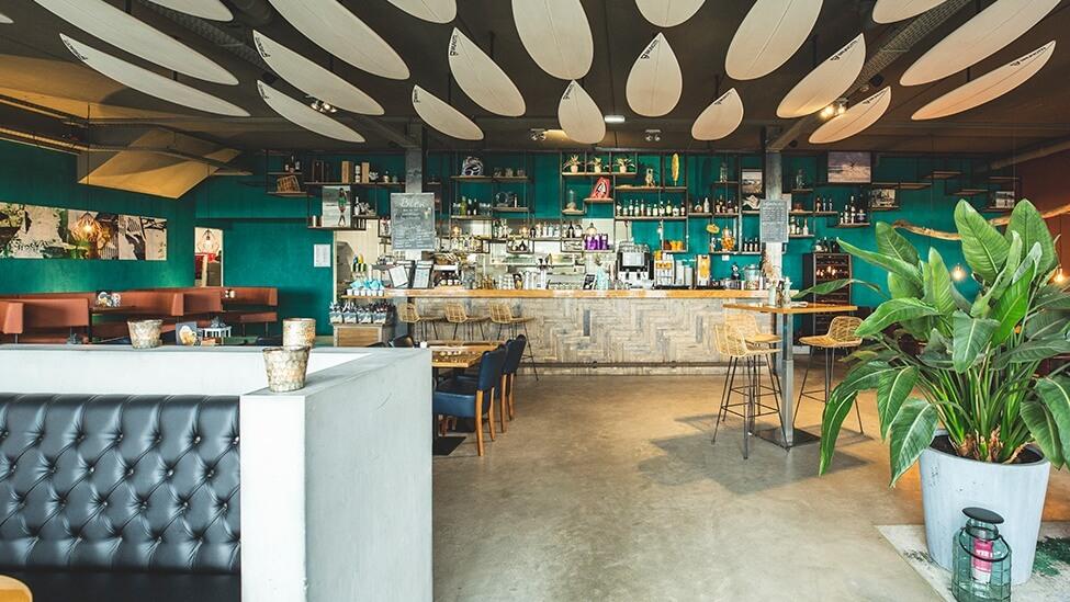Overzicht van het restaurant van de Brunotti Beachclub in Oostvoorne.