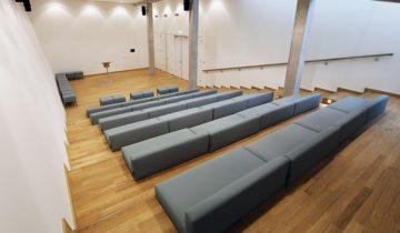 Zijaanzicht van het auditorium van Openluchtmuseum feestlocatie in Arnhem.