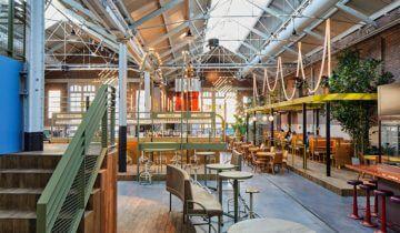 Doorkijk in het restaurant van de Kanarie Club in Amsterdam. Fotograaf: Maarten Willemstein