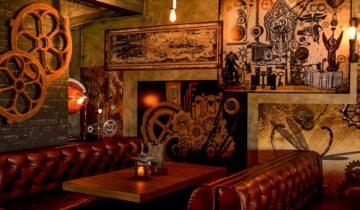 Lounge banken in het restaurant van Steam feestlocatie in Scheveningen.