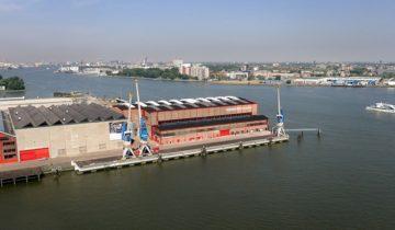 Luchtfoto van het terrein van feestlocatie RDM Rotterdam.