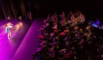 Optreden in kleine zaal van feestlocatie Markant Uden.