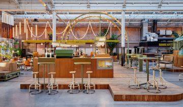 Zijaanzicht op de bar van de Kanarie Club in Amsterdam. Fotograaf: Maarten Willemstein