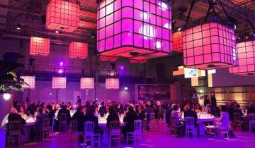 Dinersetting voor personeelsfeest in Fokker terminal feestlocatie in Den Haag.