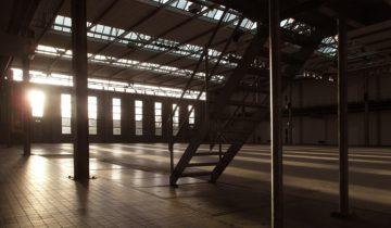 Overzicht van zaal in de Fokker terminal feestlocatie in Den Haag.