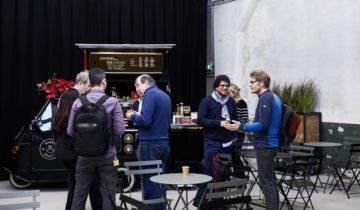 Plenaire ontvangst bij De Patronage feestlocatie in Zaandam.