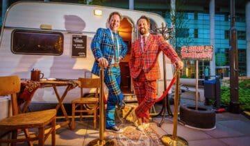 Back To Live feest na corona DJs-van-de-feestcaravan-voor-de-caravan-met-karaoke-foto-tychoseye