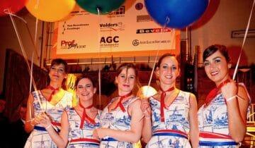 Feest in thema Holland met hostessen met delftsblauwe jurken