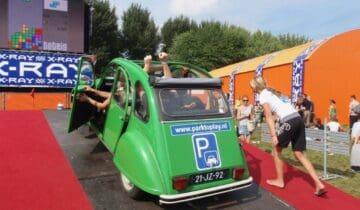 Park-To-Play-entertainment tetris spelen vanuit een eend auto